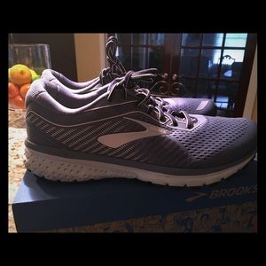 Woman's brooks ghost 12.